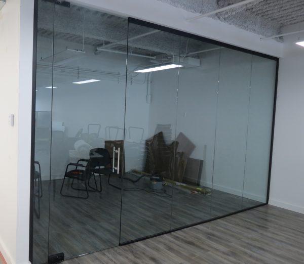 Frameless Glass Walls -501